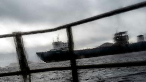 Det gamle lasteskipet Harrier la fra kai utenfor Haugesund i februar 2017, men ble nektet utreise da norske miljømyndigheter fikk mistanke om at skipet skulle «beaches» – strandhugges – i Pakistan. Bilder er tatt da skipet lå i arrest i Spindsfjorden utenfor Farsund i 2017.