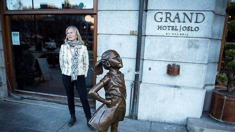 Derfor er det utrolig viktig for reiselivet å beholde årets gjenværende reservasjoner, skriver Kristin Krohn Devold, her utenfor Grand Hotel i Oslo.