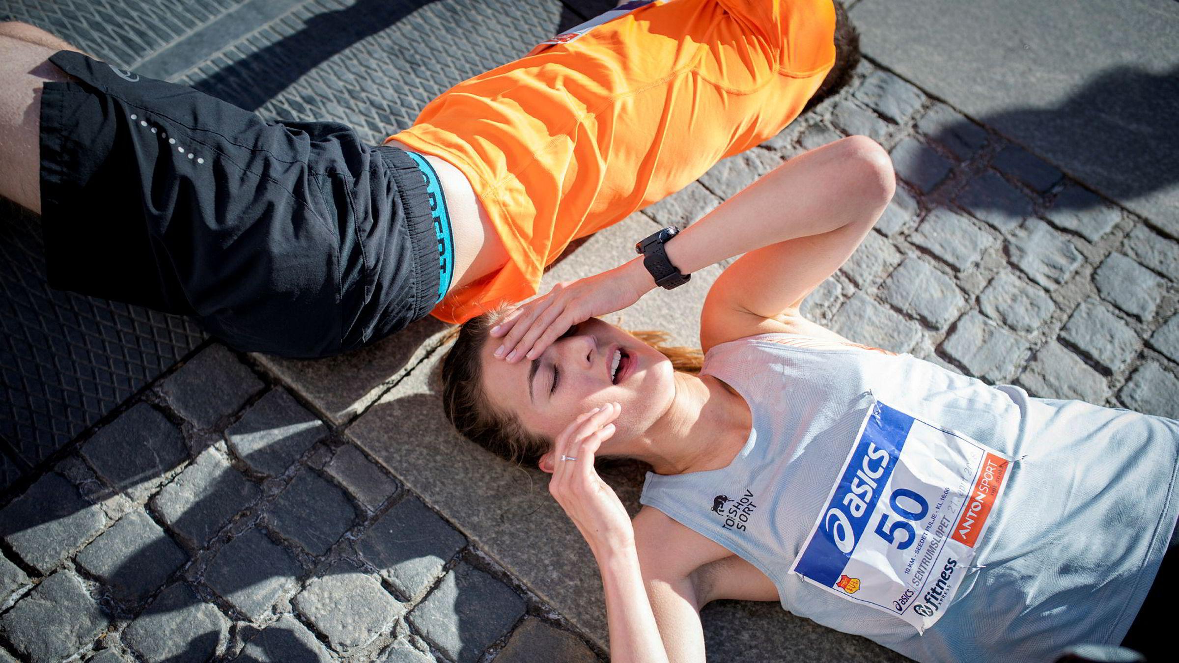 – Jeg prøver å unngå tvangstanker før et løp, og har egentlig et eksperimentelt forhold til forberedelser, sier Sigrid Jervel Våg, som her henter inn pusten etter ti kilometer.