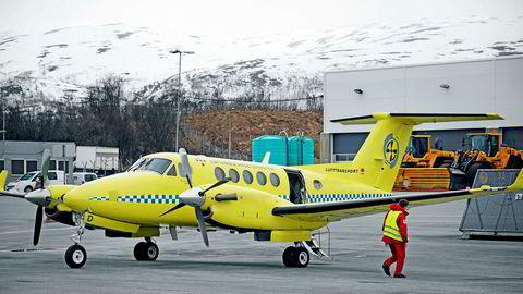 Den statlig eide Luftambulansetjenesten er blitt kritisert for å ha valgt tilbudet med lavest kvalitet for å spare 300 millioner kroner på den seks år lange kontrakten. Her luftambulansefly på Tromsø Lufthavn. Foto: Rune Stoltz Bertinussen/NTB Scanpix