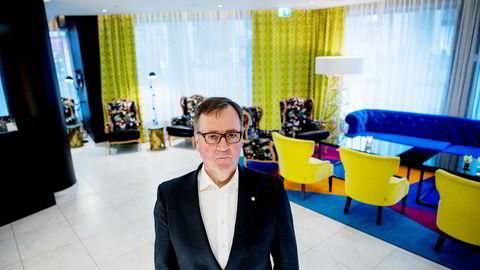 Morten Thorvaldsen, administrerende direktør i Thon Hotels, erkjenner at hotellsommeren i Oslo nok blir en katastrofe. Her er han avbildet på Thon Hotel Rosenkrantz som åpnet dørene igjen 20. mai etter å ha vært stengt siden midten av mars.
