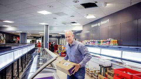 De to siste årene har Geir Olav Opheim jobbet med å etablere frossenmatkjeden Iceland. Han har fått merke at det er krevende å bygge opp egen grossist- og dsitribusjonsvirksomhet.