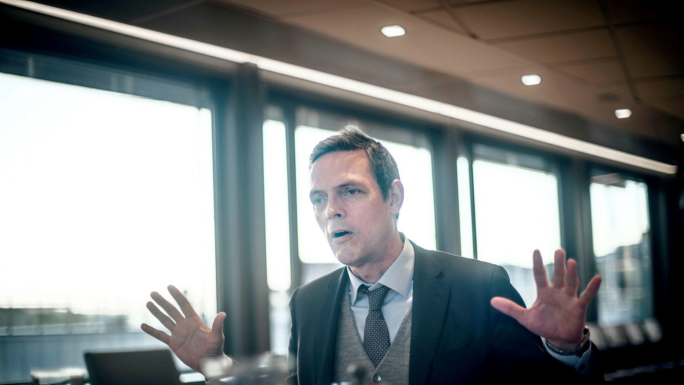 Råvareanalytiker Bjarne Schieldrop i SEB sier at kraftkonsumet som går med til utvinning av nye bitcoin er helt unødvendig.