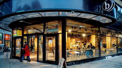 I løpet av fire år, og nærmest i det stille, har Backstube etablert seg med ni utsalg i Norge. Den nye kjeden satser på selvbetjening og importerer deigen fra Tyskland. Her fra kafeen i Storgata i Oslo.