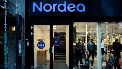 Nordea-kunder fikk torsdag en e-post der de blir truet med stengt bankkonto, dersom de ikke utleverer personlig kortinformasjon. Avbildet er en Nordea-filial på Stortinget i Oslo.