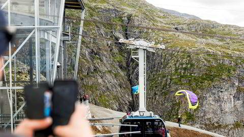 Loen Skylift åpnet sommeren 2017, Voss Gondol sommeren to år etterpå. Nå har Loen Skylift gått til søksmål mot selskapet på Voss, fordi de mener logoen deres er for lik.
