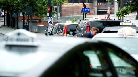 Taximarkedet i Norge består av en rekke ulike delmarkeder og markedssegmenter. Flere av disse er preget av lav etterspørsel, eksempelvis søndag ettermiddag og nettene i ukedagene, skriver forfatterne.
