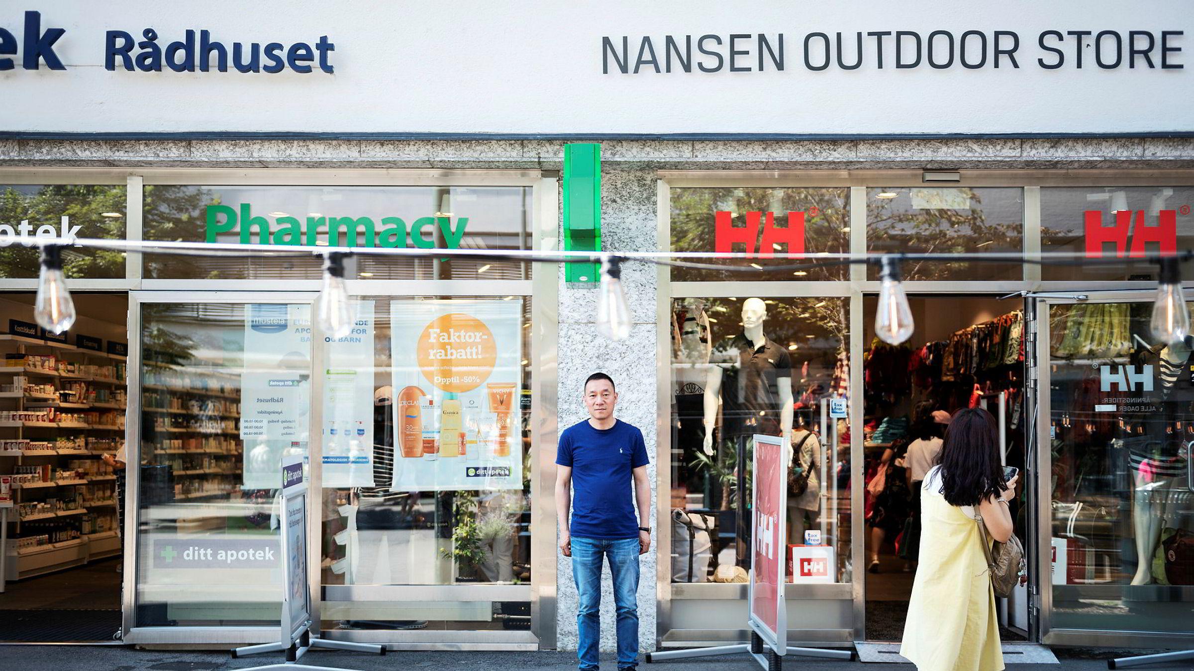 Yunlin Zhan har de tre siste årene etablert en rekke butikker i Oslo, sentralt plassert rundt Rådhuset, og i Bergen. Han satser stort på kinesiske turister.