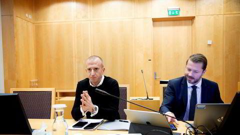 Gunnar Greve (til venstre) har gått til sak mot sin tidligere forretningspartner Gilbert Lunde for å få kjøpe sistnevntes aksjer i Mer Group as for snaut 400.000 kroner. Her med sin advokat Håkon Berge.