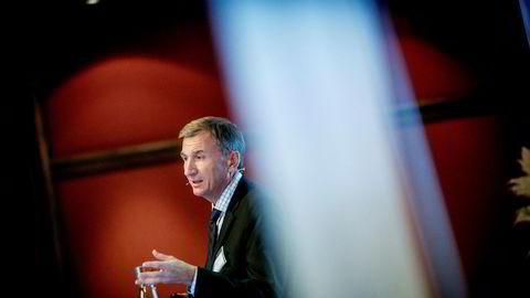 Styreleder Jon Erik Reinhardsen i Equinor foreslår at regjeringen vraker retningslinjene for lederlønn.
