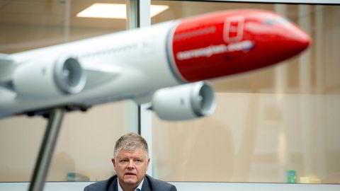 Flyselskapet Norwegian, her representert ved toppsjef Jacob Schram, kommer med kraftige anklager mot flyprodusenten Boeing.