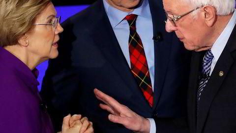 Bernie Sanders nektet under en debatt i natt for å ha sagt til Elizabeth Warren at en kvinne ikke kunne vinne presidentvalget.