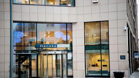 Danske bank har i årevis krevd foreldet gjeld fra kunder, selv om de ikke hadde rett på pengene. Nå får de smekk for håndteringen av saken fra det danske Finanstilsynet.