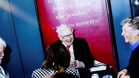 Investorlegende Warren Buffett spilte bridge med Bill Gates på generalforsamlingen til Berkshire Hathaway i fjor. I år var generalforsamlingen på skjerm, og Warren Buffett er så langt årets taper på Børsen, mens Gates er i solid pluss.
