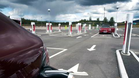 Teslas ladestasjon på Nebbenes.