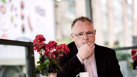 Den kraftige kostnadsøkning i oppdrettsnæringen bekymrer fiskeriminister Per Sandberg.