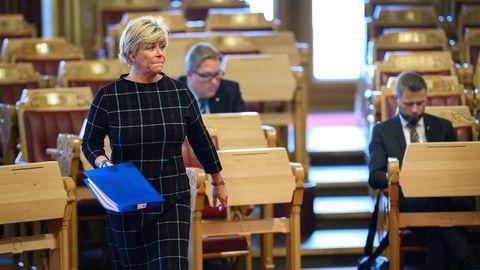 Finansminister Siv Jensen må svare Stortinget om skattefrie pengebinger.