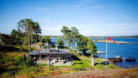Lokalt politi har innledet etterforskning av denne hytta som ble oppført i Larvik kommune uten tillatelse. Hytta eies i dag av Kjell Inge Røkkes mangeårige forretningspartner John Markus Lervik, som kjøpte fritidshuset for 15,5 millioner kroner for to år siden.