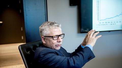Erik Bruce, sjefstrateg i Nordea Markets, tror det kan komme en kraftig korreksjon på kort sikt. Seks måneder frem i tid er han likevel fremdeles positiv til aksjemarkedet.