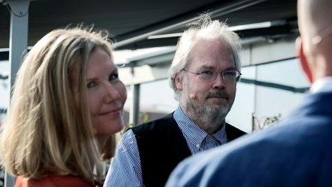 Meglertopp og tidligere statssekretær Jon Gunnar Pedersen og stortingsrepresentant Marianne Marthinsen diskuterte blant annet fenomenet rike mennesker i politikken under «Politisk bar» i regi av DN torsdag.