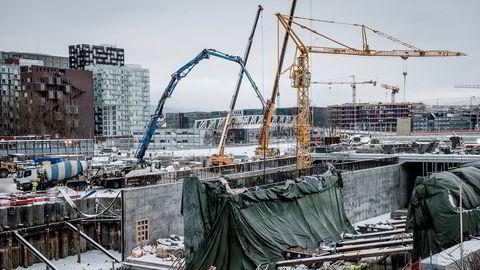 Nokså normal drift ennå. Risiko fremover med entreprenør i krise. Her fra byggeplass der Follobanen skal gå fra Oslo S inn under Ekebergåsen.