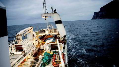 Frysetråleren «J. Bergvoll» til Nergård Havfiske er 57 meter lang og har konsesjon for å fiske torsk, hyse, sei og reker. Her på vei fra Tromsø til Senjahopen.