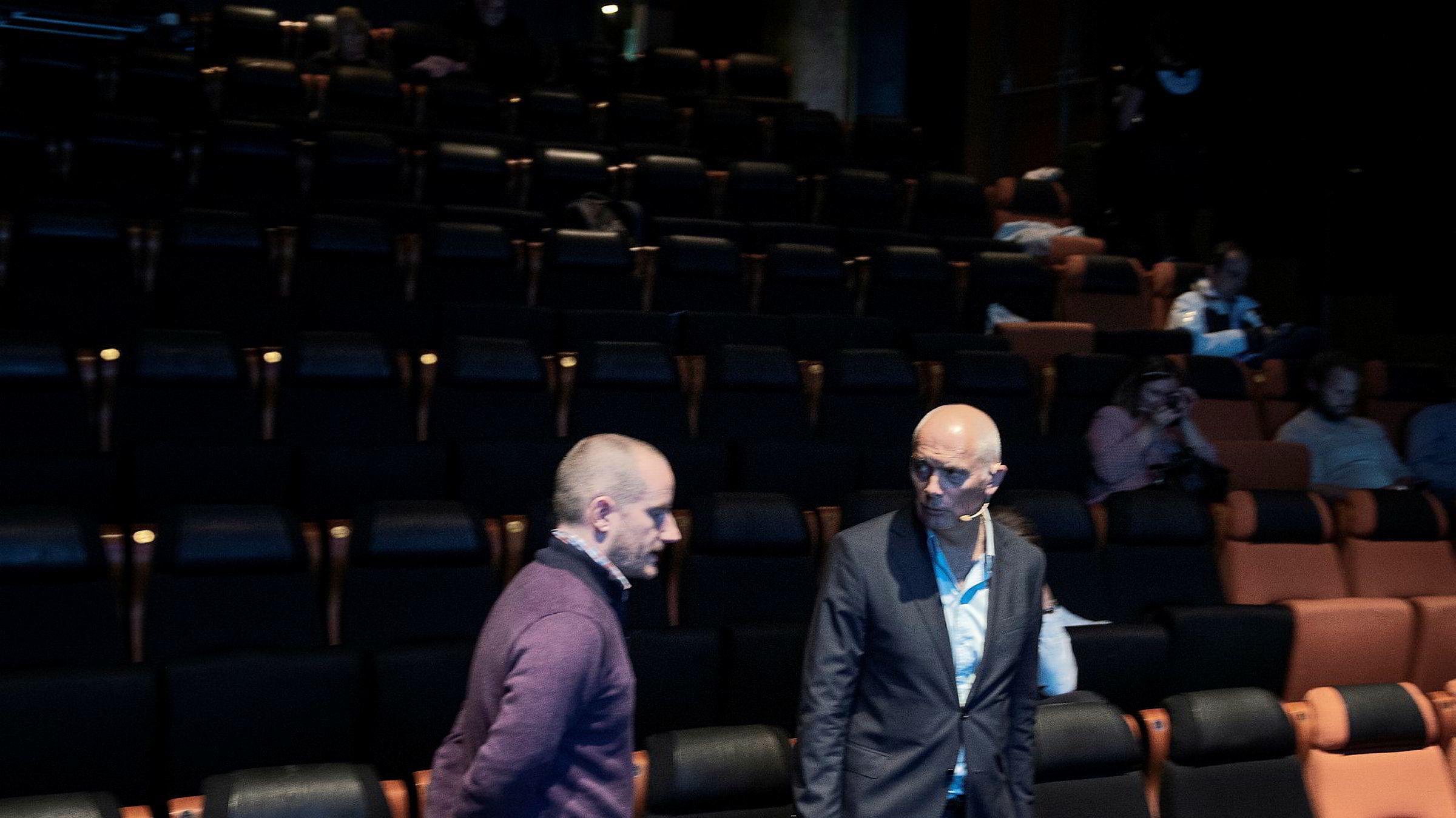 GDPR-ekspert Johnny Ryan mener annonseteknologiselskaper som Google og Facebook ikke har ryddet opp i eget GDPR-rot. Her med administrerende direktør Jan Morten Drange i Anfo (til høyre).