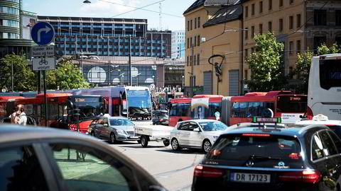 Et spørsmål som står ubesvart er hvor eksplisitt målet om at alle nye personbiler skal være nullutslippsbiler fra 2025, skal forstås, skriver artikkelforfatteren.