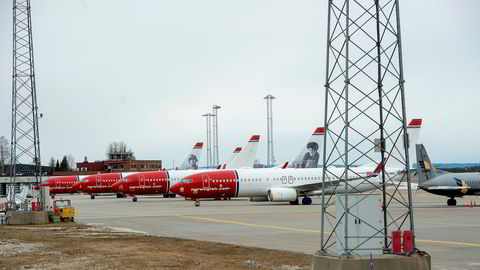 Mens det meste av Norwegians fly står på bakken, jobber styret og ledelsen på høygir med å få kreditorer og aksjonærer med på en redningsplan. Her fra Oslo lufthavn.
