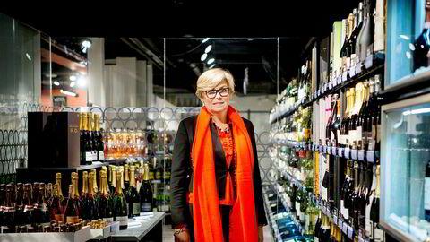 Hilde Britt Mellbye er administrerende direktør i Vinmonopolet. Fra 1. mai øker prisene på alle polets varer på grunn av høyere avansesats.