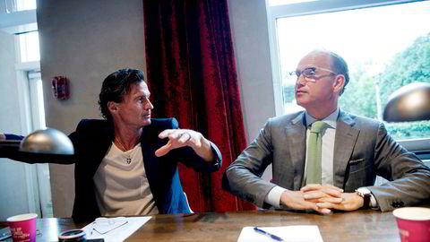 Nordmenn som får hotellabstinenser i sommer kan benytte seg av kampanjetilbudet til Nordic Choice Hotels. Administrerende direktør, Torgeir Silseth (t.h) tror ikke ivrige nordmenn kan erstatte inntektene fra utenlandsturistene som i år uteblir. Petter Stordalen til høyre.