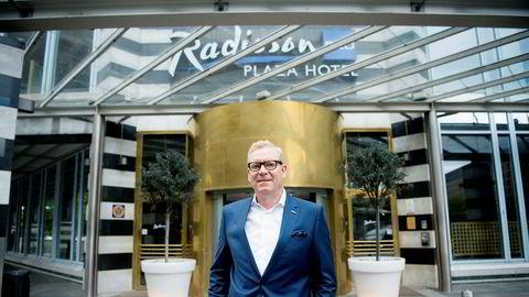 Tarje Hellebust har vært hotelldirektør på Radisson Hotel Oslo Plaza i 18 år. Han har aldri opplevd en krise som er like alvorlig som den hotellet og bransjen nå er inne i. Nå er utvidelsen av hotellet satt på vent.