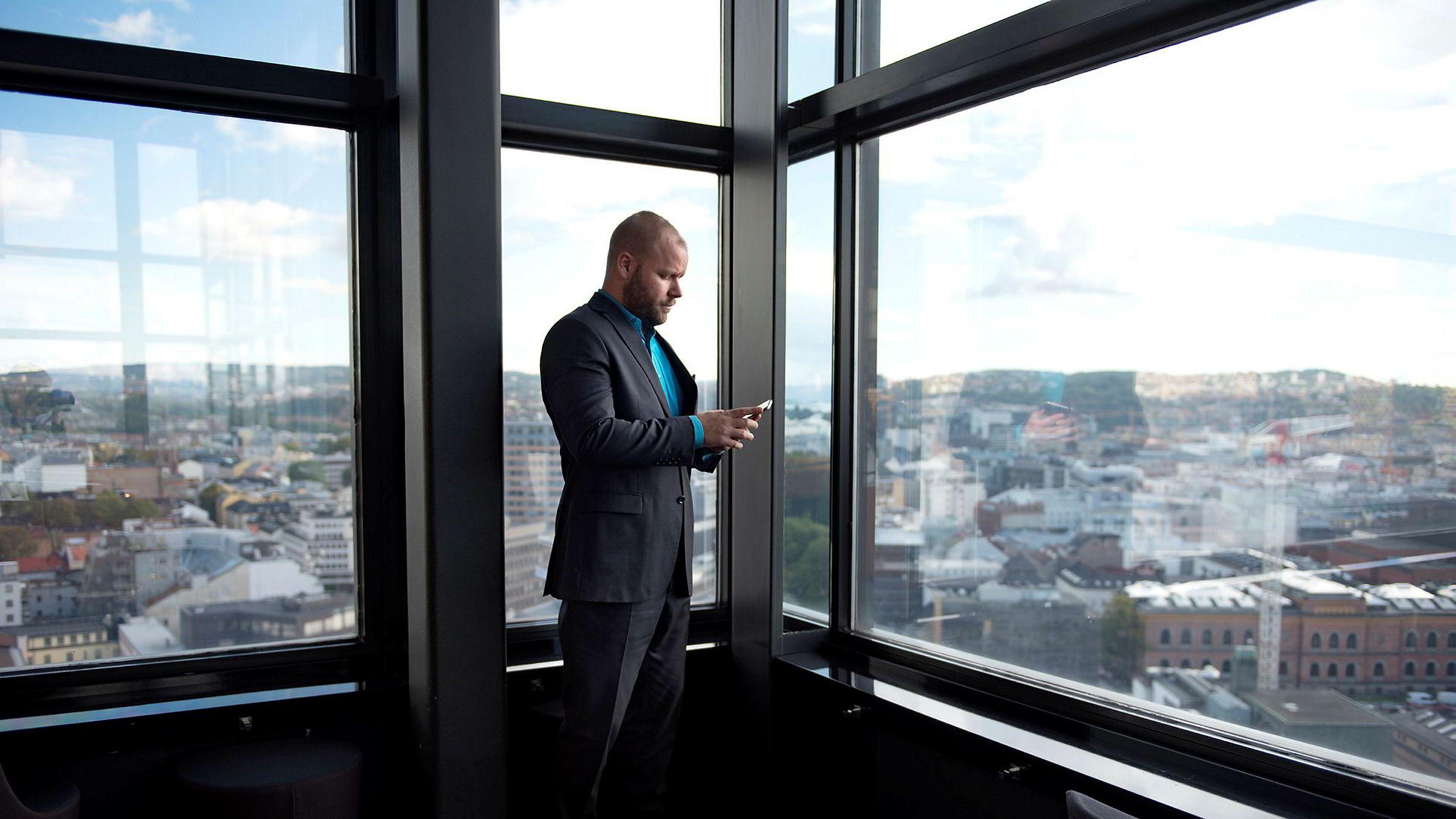 Rune Godager føler han har kommet til rett sted, som it-ansvarlig for Radisson Blu -hotellet på Holbergs plass i Oslo. – Da jeg hadde fått jobben, kikket jeg opp på hotellet og tenkte: Dette styrer jeg nå! Det var en herlig følelse, sier Godager.