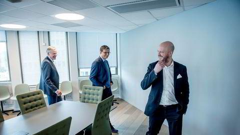 Erna Solbergs tidligere pressesjef, Sigbjørn Aanes (36) (fra høyre), blir partner i First House. Fredag signerte han kontrakt og traff sin gamle venn Ketil Lindseth, partner og seniorrådgiver og Per Høiby, administrerende direktør.