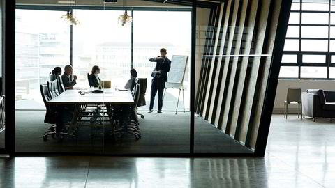 Shot of a group of executives having a meeting in a boardroomhttp://195.154.178.81/DATA/i_collage/pi/shoots/805996.jpg ---