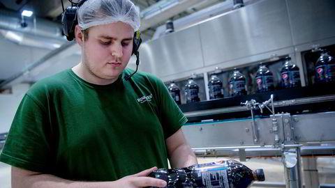 Sukkerfri brus som Pepsi Max har de siste årene tatt markedsandeler og kan nå få avgiftslettelser. Tappingen av Pepsi Max skjer hos Ringnes på Gjelleråsen.