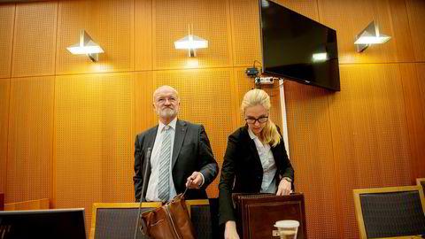 Advokat Erling Olav Lyngtveit og advokatfullmektig Beatrice Brøndrup i advokatfirmaet Hjort representerer Odd Kalsnes. Kalsnes ville ikke la seg avbilde i retten onsdag.
