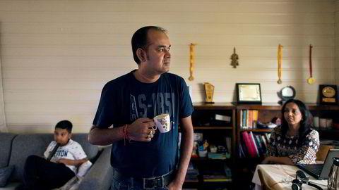 – Vi mistet jobbene våre og får ingen støtte selv om vi betaler stor skatt der deler har gått til sosial velferd, sier Deepak Kumar fra India. Han bor i Trondheim sammen med konen Priya Pallavi og sønnen Atiksh Prakash.