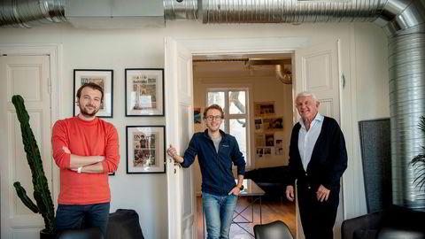 Gründerne Karl-Axel Hjorth Bauer (fra venstre) og Martin Schütt i Askeladden & Co har fått med Egil Stenshagen på laget. Nå investeres det 17 millioner kroner i nye gründerbedrifter.