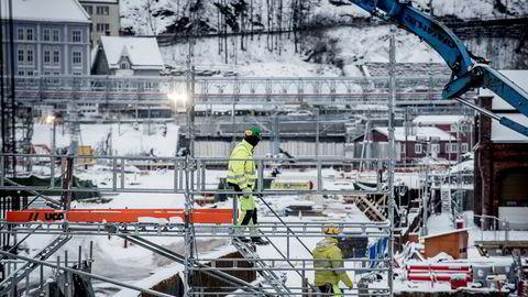 Nå har vi undersøkt arbeidsmarkedet i året etter at de nye reglene kom. Fungerte regelendringen som en døråpner til arbeidsmarkedet for personer som vanligvis blir stående utenfor, spør forfatterne. Her byggeplass der Follobanen skal gå fra Oslo S under Ekebergåsen.