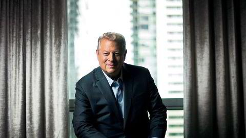 Tidligere visepresident i USA Al Gore grunnla investeringsfondet Generation sammen med David Blood. Ifølge innleggsforfatteren ser Generation etter selskaper som bidrar til et bedre klima, rettferdig fordeling, sunnhet og trygghet for mennesker.