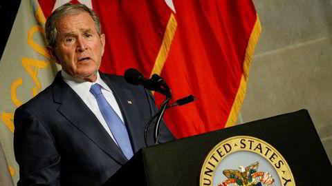 USAs tidligere president George W. Bush mener det ikke hersker tvil om russisk innblanding i valget. Her under et foredrag ved militærakademiet West Point i New York i fjor høst.