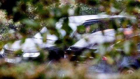 På en parkeringsplass i Asker dokumenterte DNs fotograf i 2017 møtet mellom Boligbyggs innkjøper Geir Fredriksen og konkursgjengangeren Carl Thomas Andersson. Vel en måned senere aksjonerte kontrollmyndighetene hjemme hos de to mennene som nå er tiltalt for grov korrupsjon i den såkalte Boligbygg-saken.