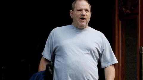 Flere amerikanske medier melder torsdag at den overgrepsanklagede filmprodusenten Harvey Weinstein vil siktes av amerikansk politi fredag.