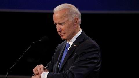 Joe Biden er favoritt til å vinne presidentvalget 3. november. Hedgefondmilliardæren Paul Tudor Jones tror et Bidens politikk kan bedre amerikanske selskapers inntjening men også senke aksjekursene deres. Her avbildet under den siste presidentdebatten før helgen.