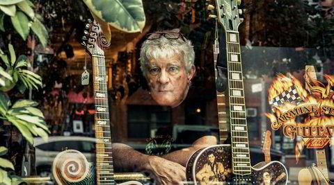 Village-original. Rick Kelly er blitt et landemerke i seg selv i Manhattans Carmine Street. Her driver han gitarsjappen og -verkstedet ved samme navn.