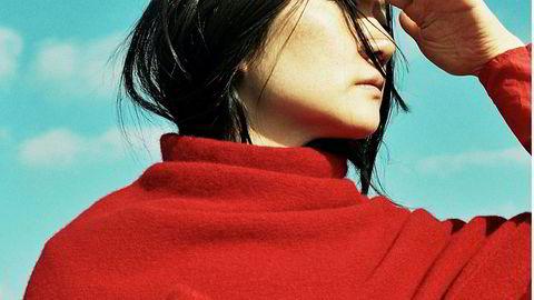 Tovet. Da tekstilkunstkarrieren viste seg for vanskelig økonomisk, tok Cecilie Telle et kurs i maskinstrikking og begynte for seg selv. Hennes tovede plagg selges nå i eksklusive butikker i så vel London som i Tokyo og Seoul.