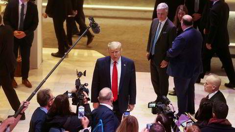 USAs president Donald Trump snakker med pressen på Davos-toppmøtet i Sveits.
