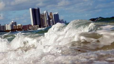 Store landområder i verden kan bli ubeboelige i dette århundret hvis vi ikke kutter kraftig i utslippene av klimagasser. Miami-området i USA er at av dem som vil bli hardest rammet.