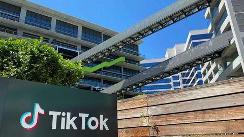 Det kinesiske selskapet Bytedance har kort tid på seg for å splitte opp videoappen Tiktok og selge den amerikanske virksomheten. Minst fire amerikanske teknologiselskaper har vist interesse. Microsoft ligger best an.
